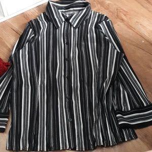 Long sleeve shirt, smaller then it looks